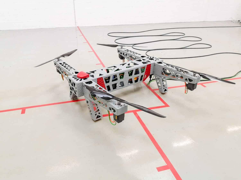 Aerial Machine ou drone industriel capable de haute pression de projection et d'emport élevé