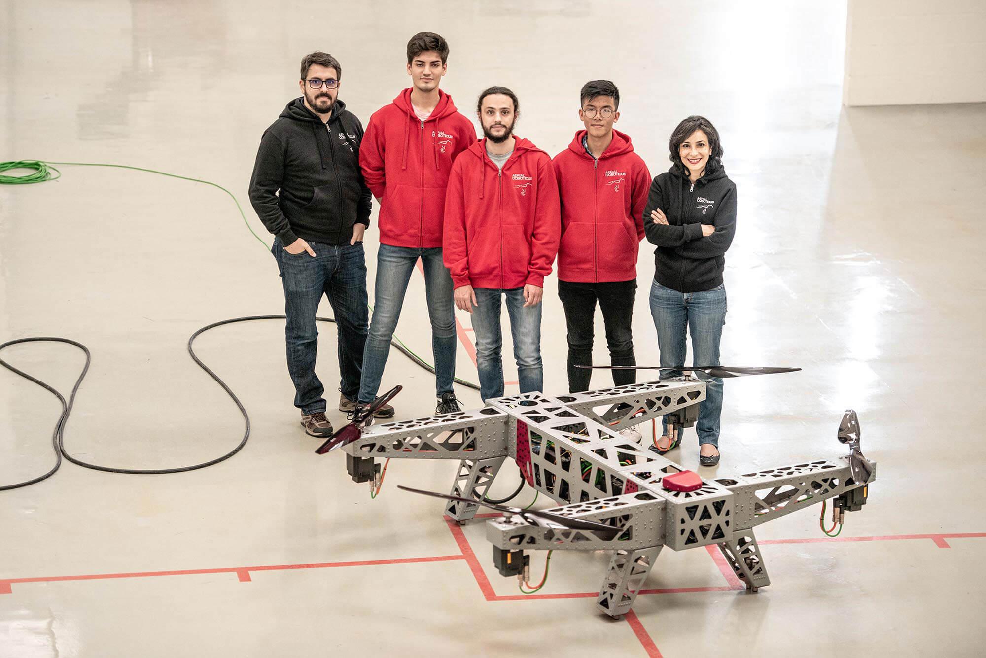 L'équipe qui conçoit et développe les Aerial Machine (drones)